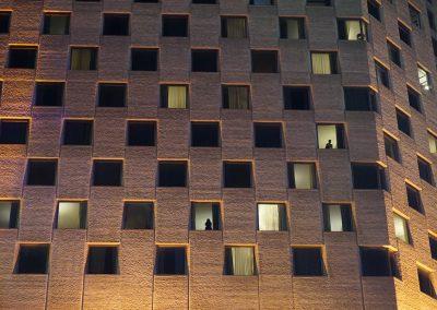 <b><em>Fenêtre sur cour</em></b>